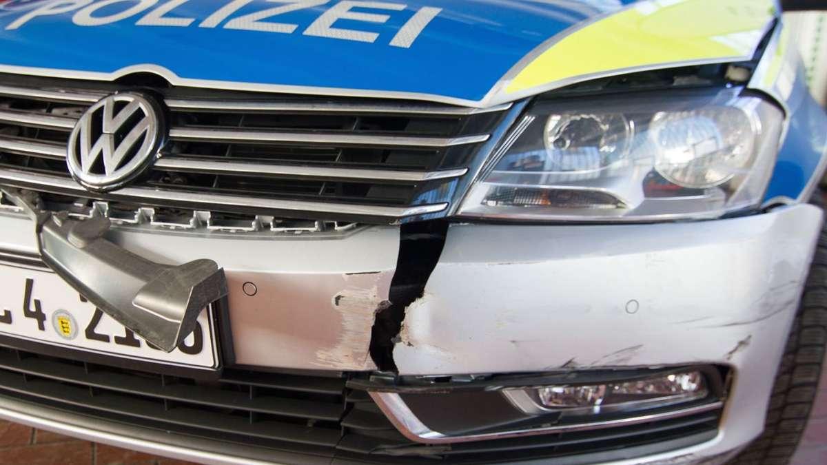 St leon rot renault fahrerin kracht in polizeifahrzeug for Garage renault st pol de leon