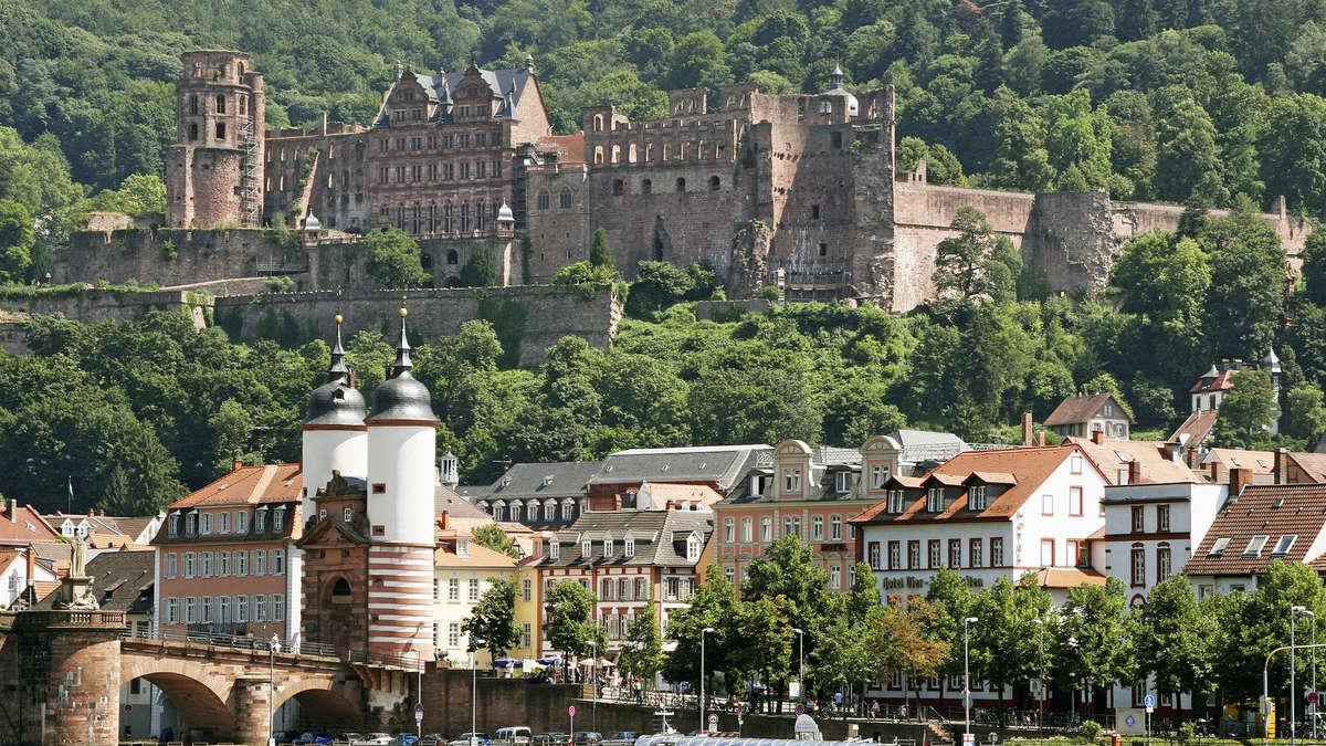 Flüchtlingsunterkunft in Heidelberg: Die ersten schlafen unter freiem ...