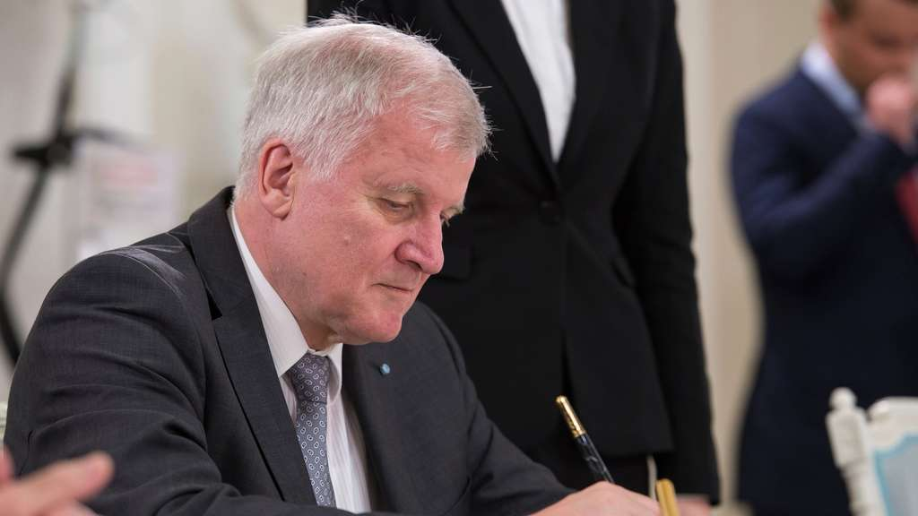 Seehofer, Merkel, Unrecht