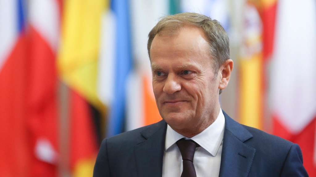 epa05279316 European council President Donald Tusk prior to a meeting in Brussels, Belgium, 27 April 2016. EPA/OLIVIER HOSLET +++(c) dpa - Bildfunk+++