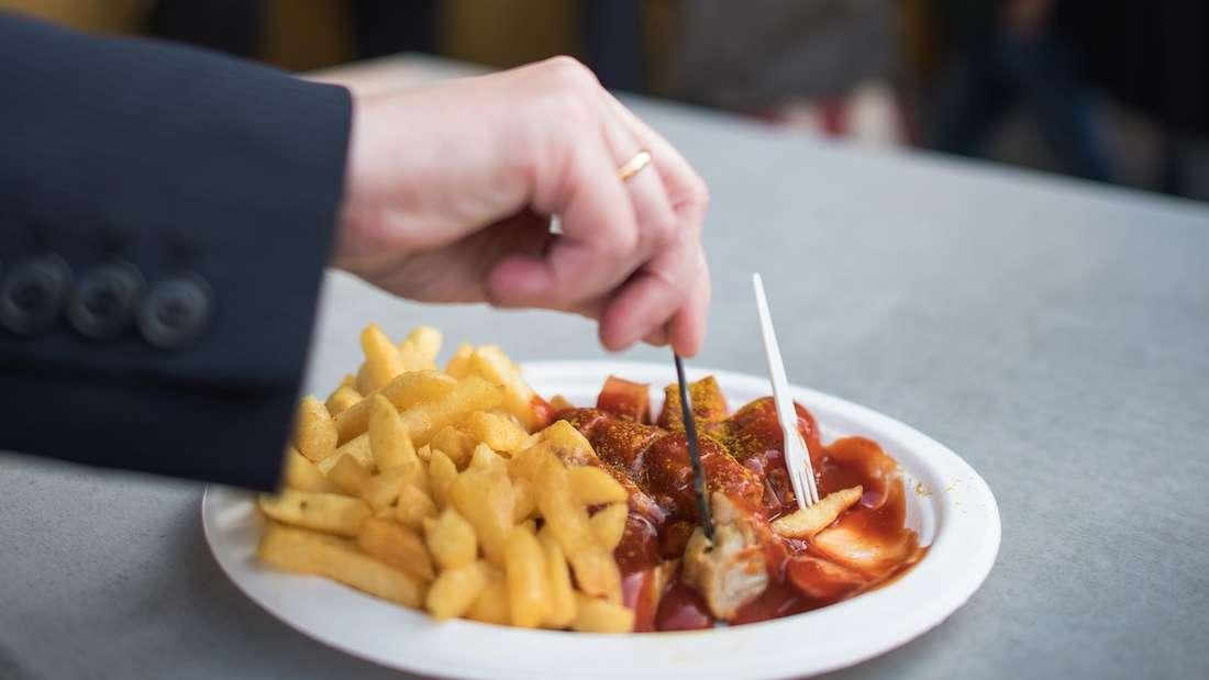 Schweres Essen strapaziert unsere Verdauung- folgende Hausmittel helfen bei Verstopfung, Völlegefühl, Blähungen und Durchfall.