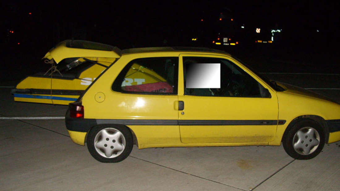 Ein 24-jähriger Autofahrer hatte in den Kofferraum seines Kleinwagens einen Jetski geladen.