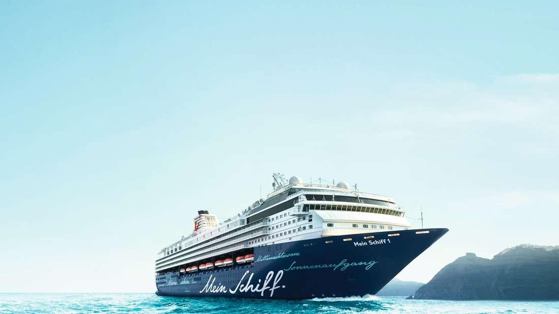 Die Mein Schiff 1, Baujahr 1996 (Umbau 2009), ist 263 Meter lang und kann 1924 Passagiere beherbergen.