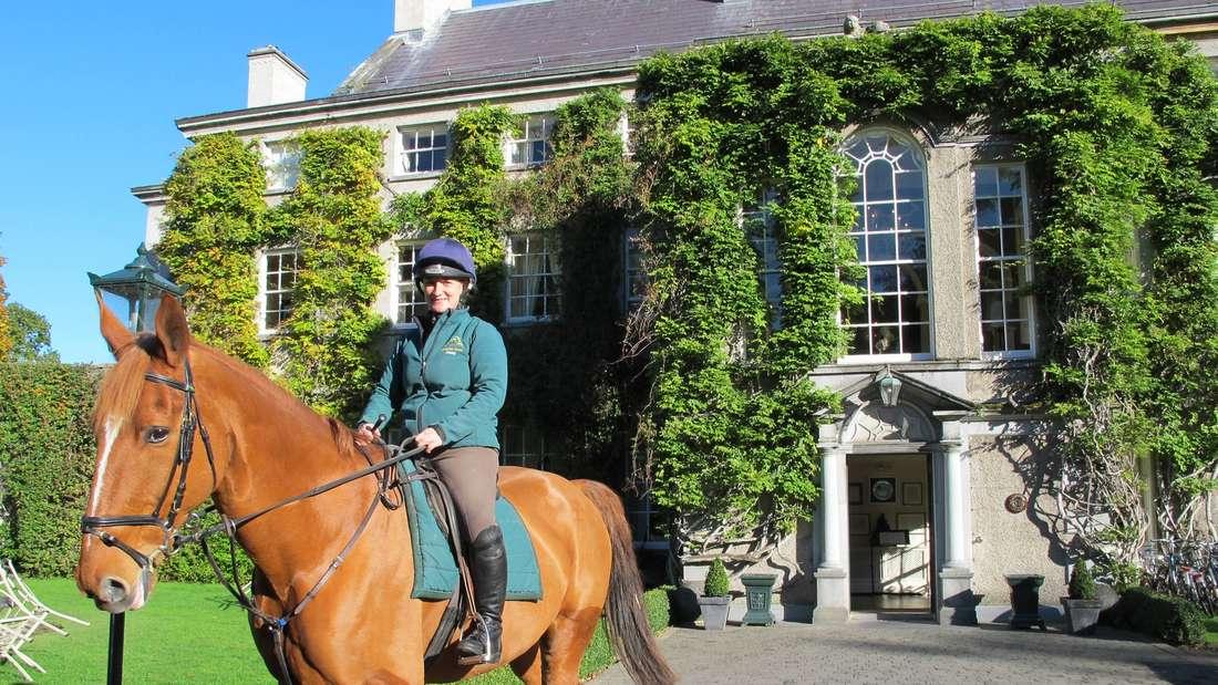 Dem herrschaftlichen Lebensgefühl vergangener Jahrhunderte können Reittouristen auf dem Anwesen Mount Juliet nachspüren.