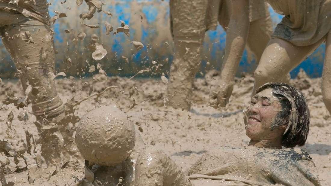 Schlamm-Fußball in Peking