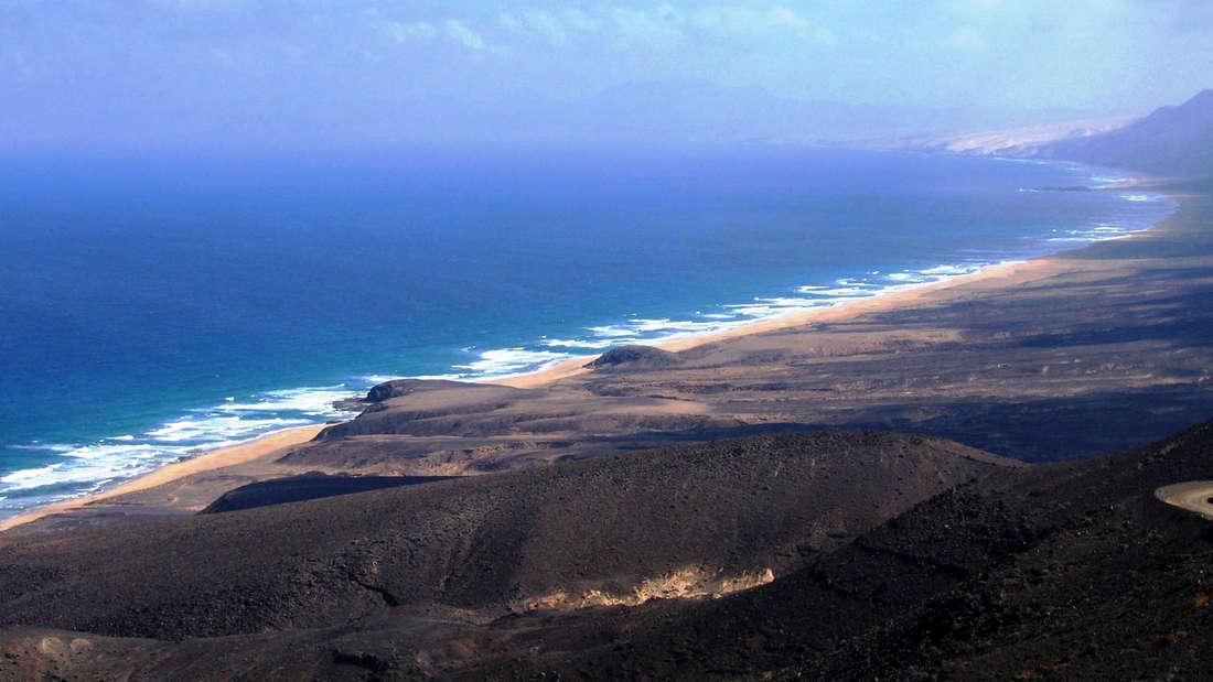Fuerteventura ist nach Teneriffa mit 1660 Quadratkilometern die zweitgrößte Insel der Kanaren. Sie ist ein ideales Ziel für Winterflüchtlinge.