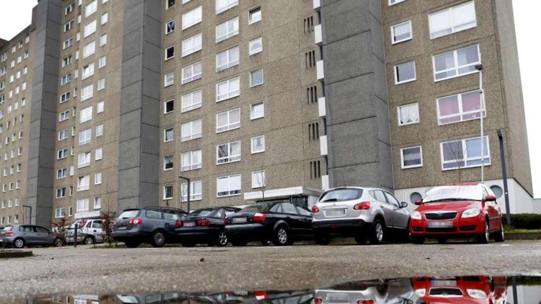 Der Wohnblock im Darmstädter Stadtteil Kranichstein, in dem eine 19-jährige junge Frau vermutlich ermordet wurde. Foto: André Hirtz