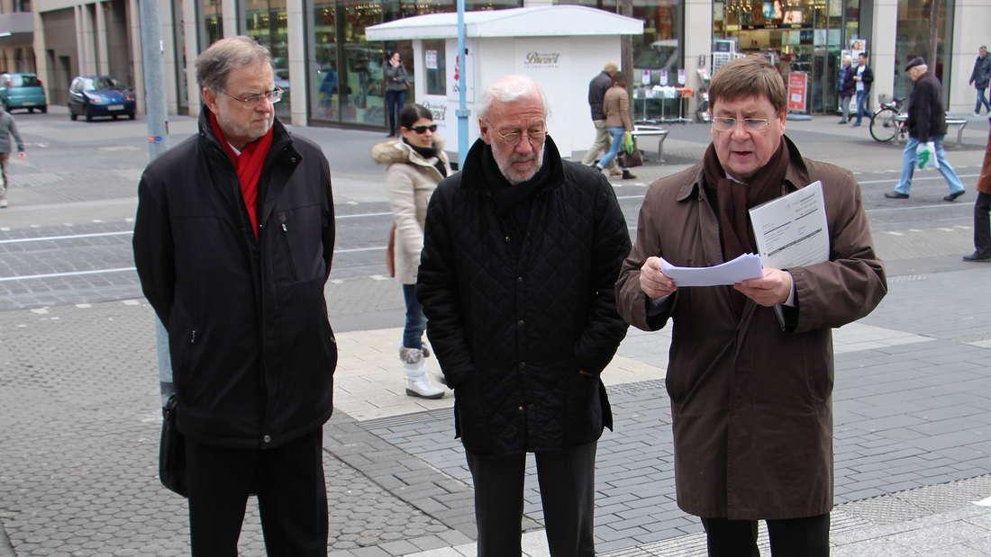 In den Mannheimer Quadraten werden für zig Millionen Euro neue Pflastersteine verlegt.