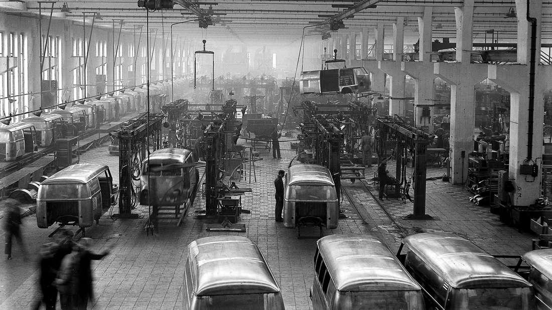 Vor 65 Jahren startete die Produktion des ersten Transporters von Volkswagen: der VW Bulli.