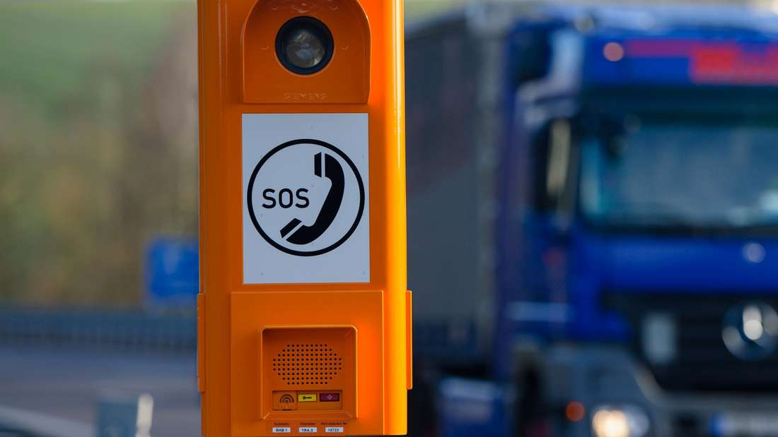 Die Notrufsäule 15723 bei Kilometer 184,3 auf der Autobahn A1 in Richtung Trier kurz hinter der Abfahrt Eppelborn (Saarland). Die Säule wurde 2014 nach Betreiberangaben 237 mal betätigt und war damit die meistgenutzte Autobahn-Notrufsäule Deutschlands.