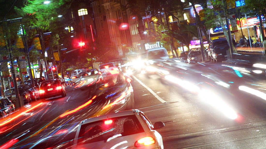 Auf den Straßen in Neuseeland herrscht Linksverkehr.