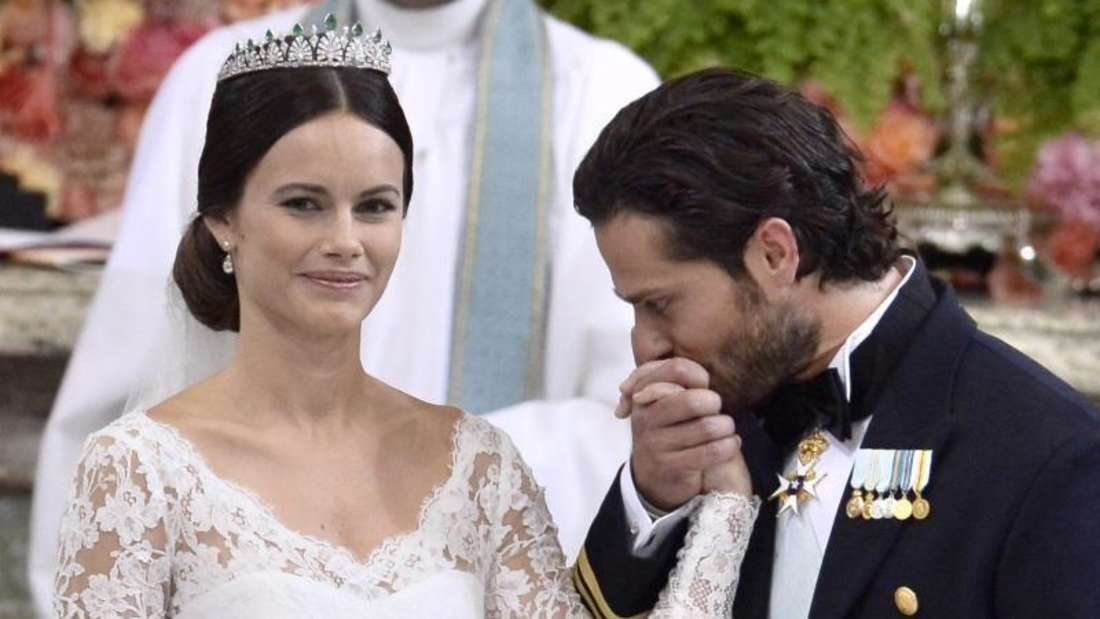 Ein Handkuss für seine Prinzessin. Foto:Claudio Bresciani/TT