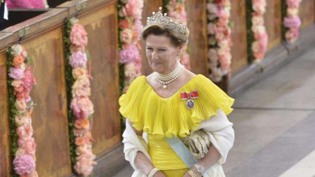 Königin Sonja von Norwegen setzt auf Gelb. Foto:Jonas Ekströmer/TT