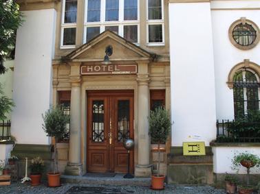 Heidelberg In Einer Neuenheimer Villa Wird Fur Die Ard Das Hotel