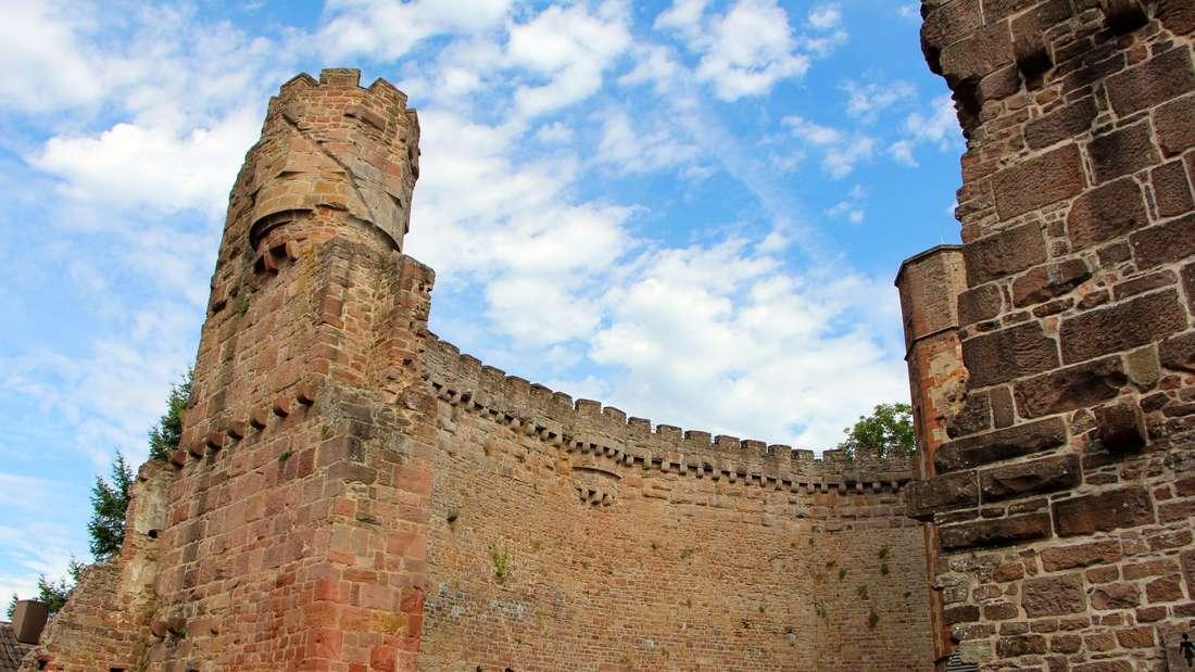 Die Ringmauer ist 16 Meter hoch.
