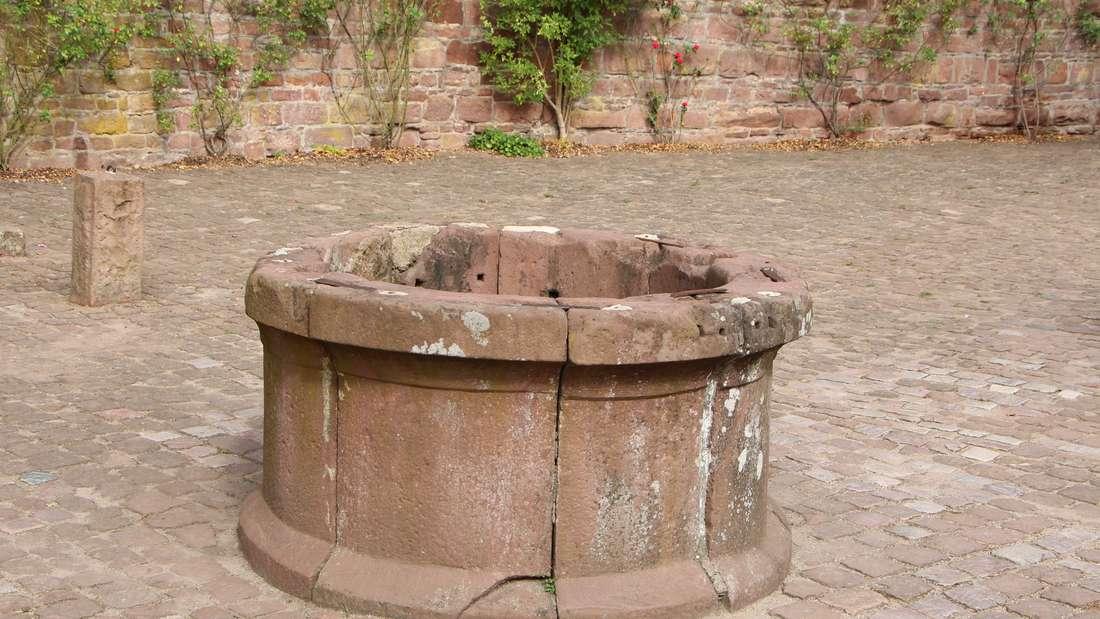 Der Brunnen ist 46 Meter tief und wurde um das Jahr 1150 angelegt.