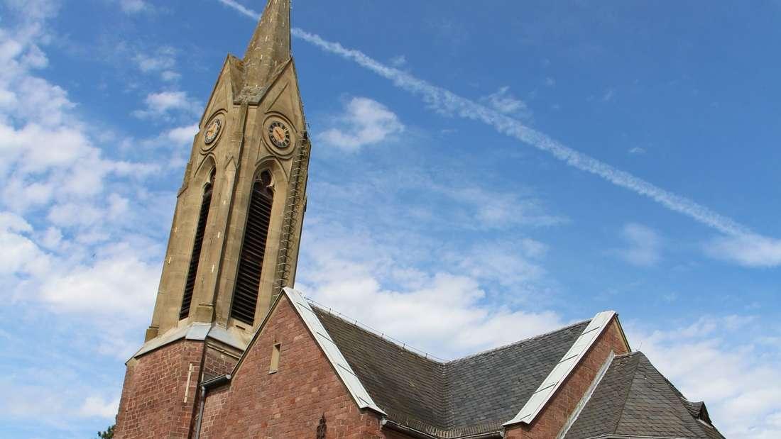 Die evangelische Kirche grenzt an einen Teil des Burggrartens.