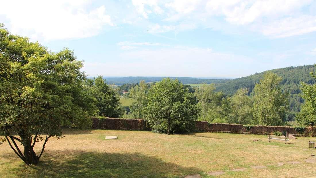 Der Burggarten lädt zum Verweilen.