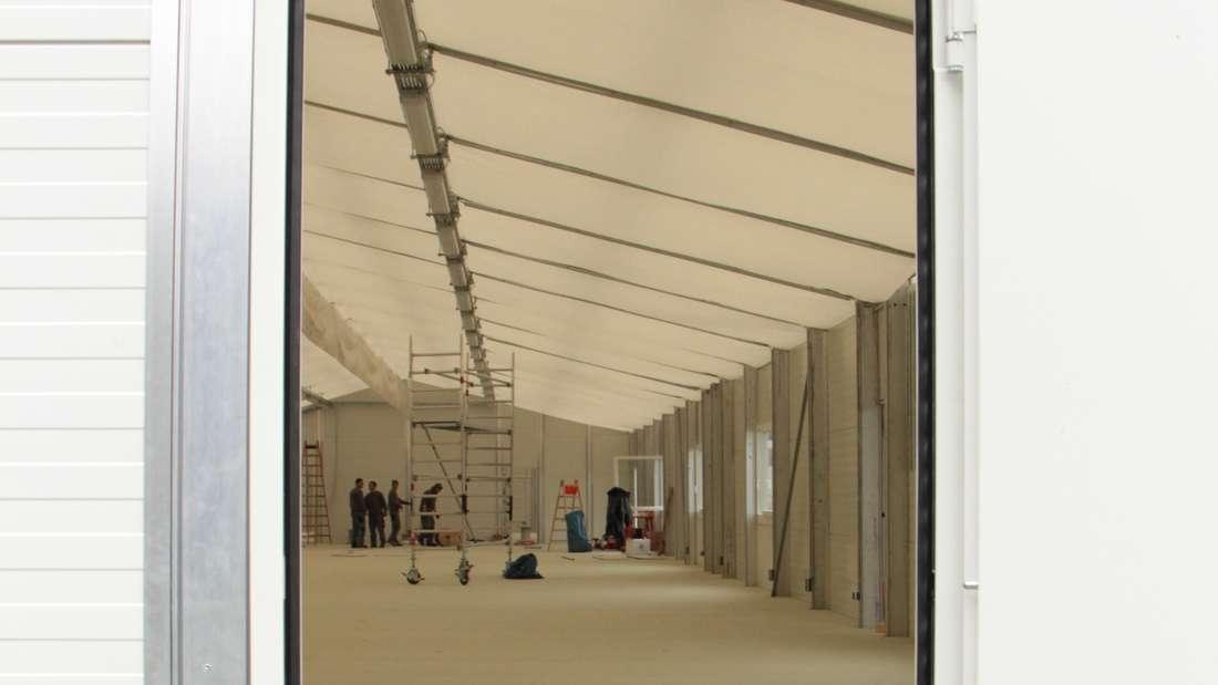 In diesem Zelt sollen künftig 120 Flüchtlinge unterkommen.