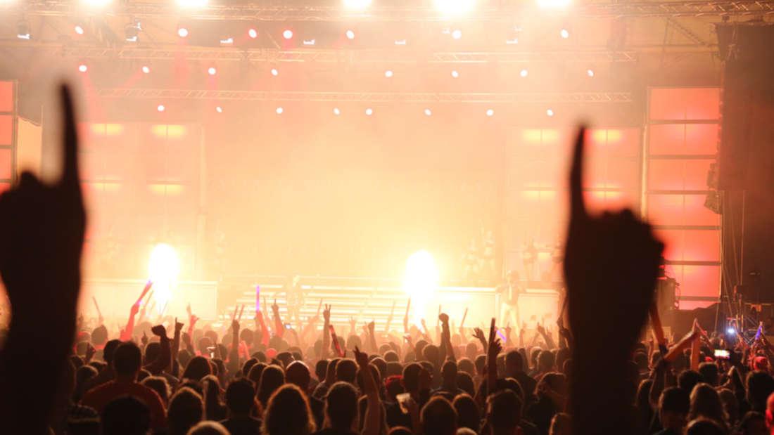"""""""Die 90er Party – Live on Stage"""" von Radio sunshine live in der Maimarkthalle."""