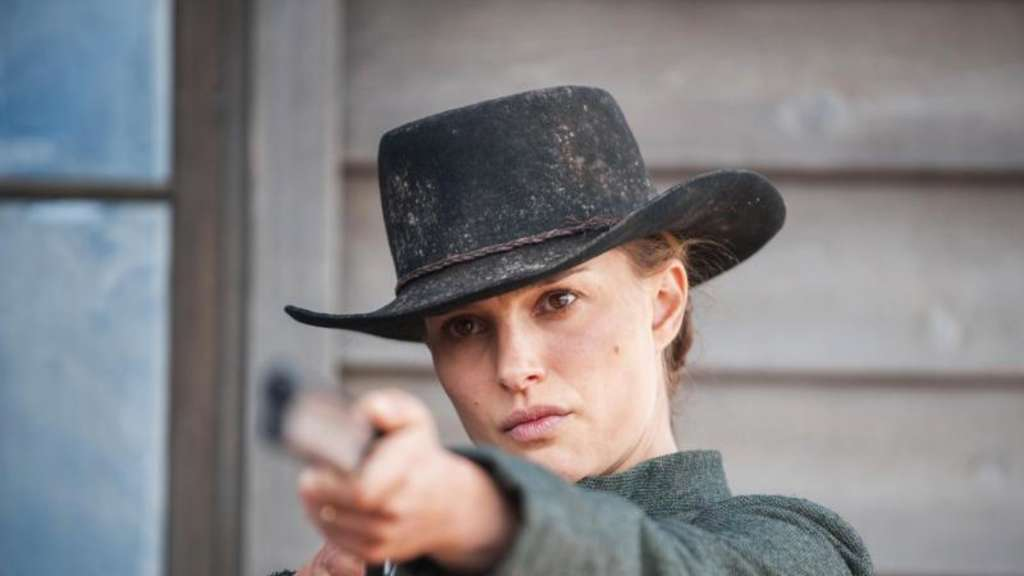 "Natalie Portman verteidigt als Jane Hammond in ""Jane Got A Gun"" ihre Farm. Foto: Jack English/Universum Film/dpa"