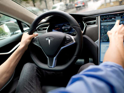 Kooperation: Spotify kommt in Tesla-Autos