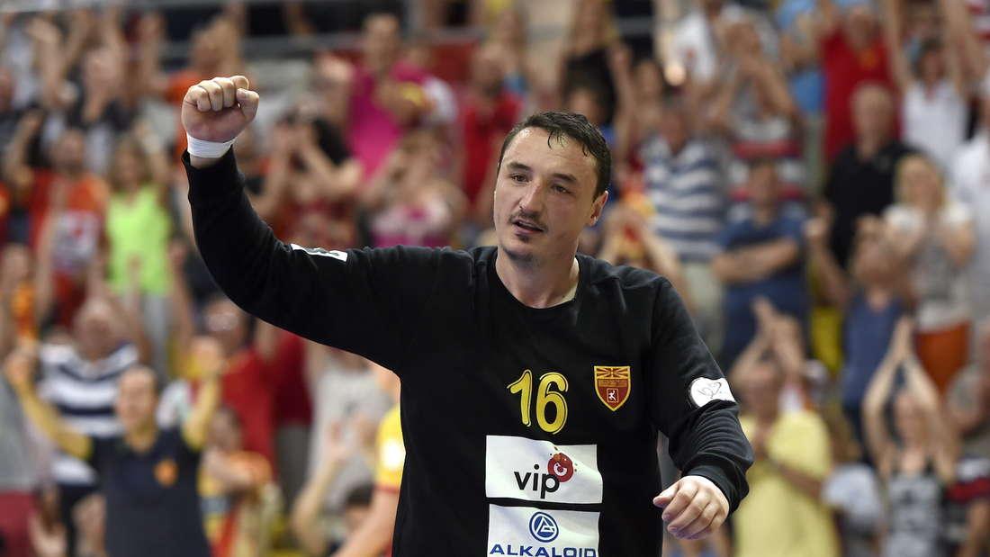 epa04799457 Macedonian goalkeeper Borko Ristovski celebrates during the European Championship 2016 qualifying handball match between FYR of Macedonia and Czech Republic in Skopje, The Former Yugoslav Republic of Macedonia, 14 June 2015. EPA/GEORGI LICOVSKI +++(c) dpa - Bildfunk+++