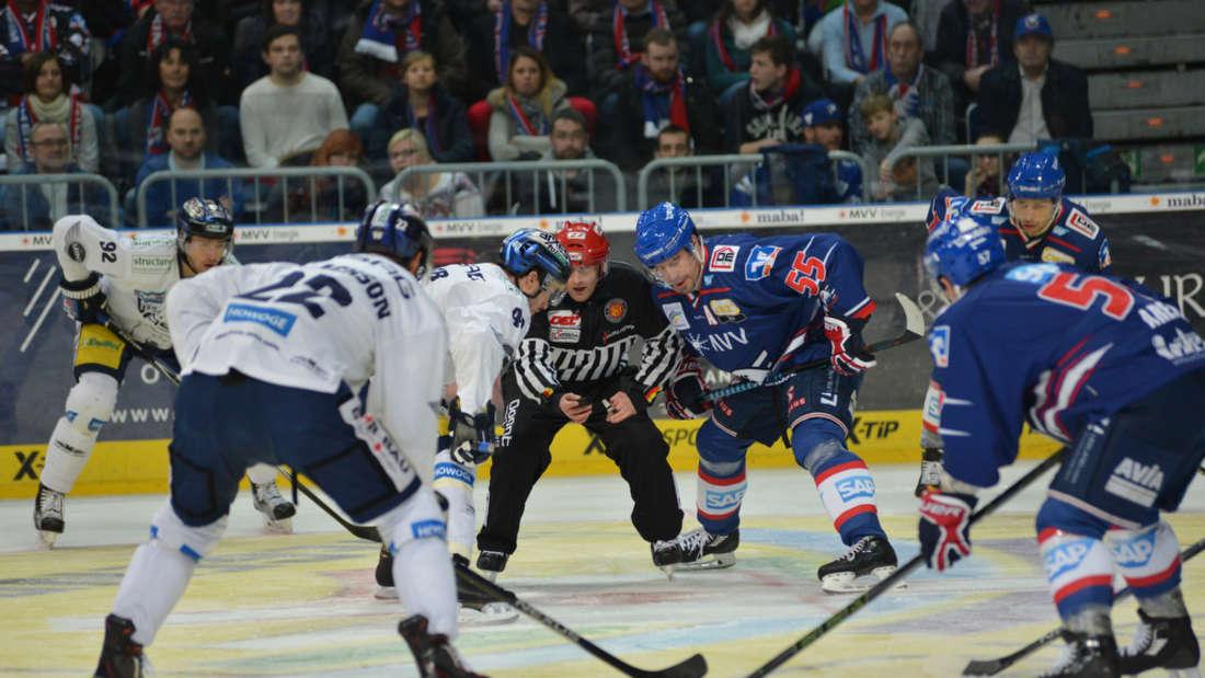 Die Adler Mannheim gewinnen gegen die Eisbären Berlin mit 3:1.