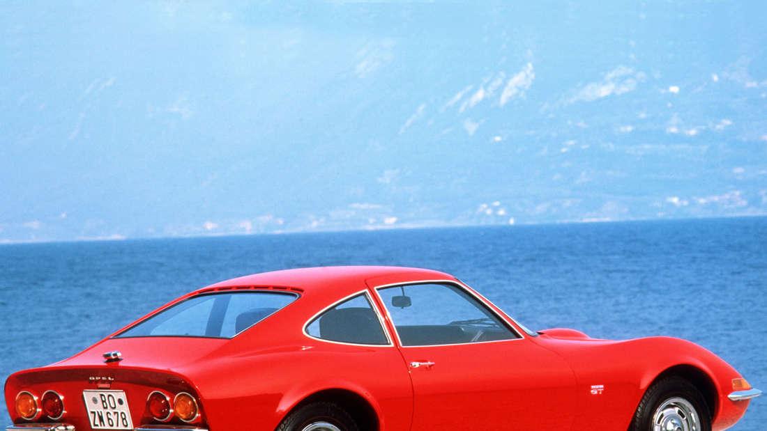 Erste Fotos vom Opel GT Concept. Der futuristische Sportwagen feiert sein Debüt auf dem Automobilsalon in Genf.