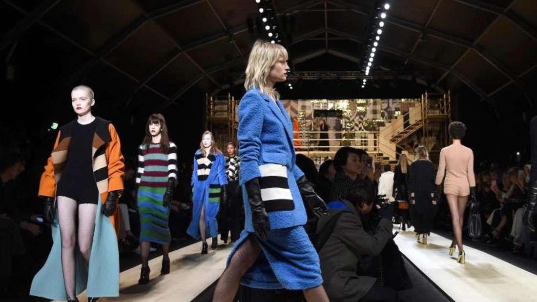 Farbenintensiv und dynamisch:Max Mara bei der Modewoche in Mailand. Foto:Daniel Dal Zennaro