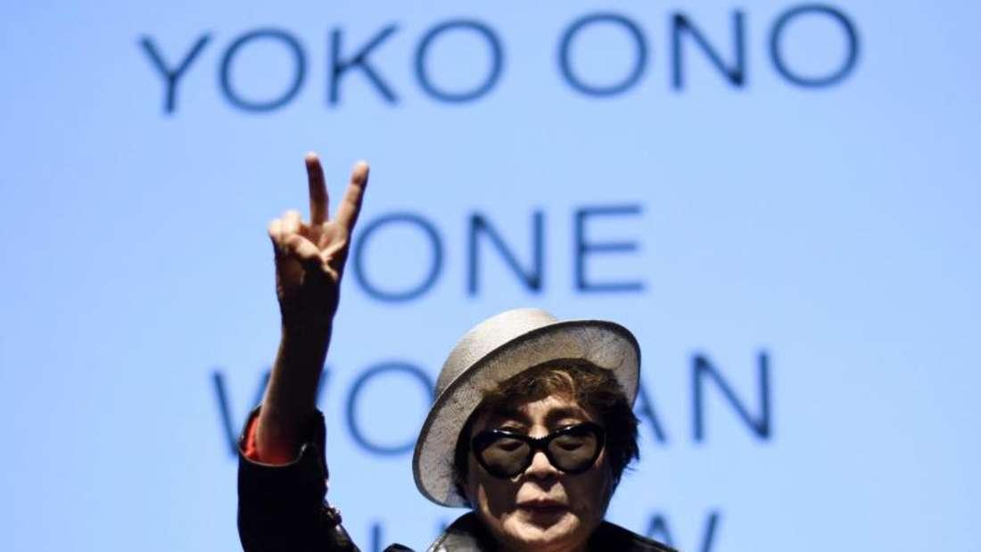 Die japanische Künstlerin Yoko Ono wurde ins Krankenhaus gebracht. Foto: Justin Lane