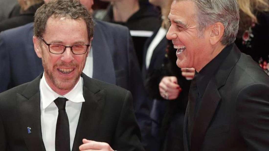 Ethan Coen (l) and George Clooney zur Premiere des Coen-Brüder-Films «Hail Ceasar!» auf der Berlinale 2016. Foto: Jörg Carstensen