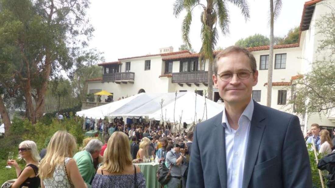 Michael Müller (SPD) vor Ort: Traditionell treffen sich in der Villa Aurora die deutschen Filmschaffende am Tag vor der Oscar-Verleihung. Foto: Barbara Munker