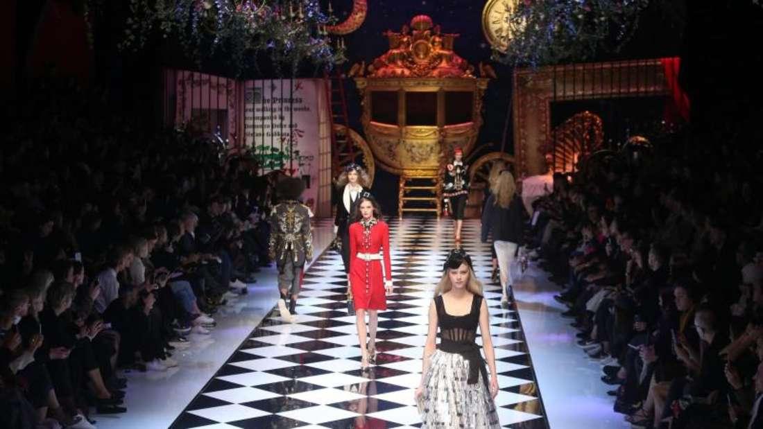 Märchenhafte Verstrickungen bei Dolce & Gabbana in Mailand. Foto: Matteo Bazzi