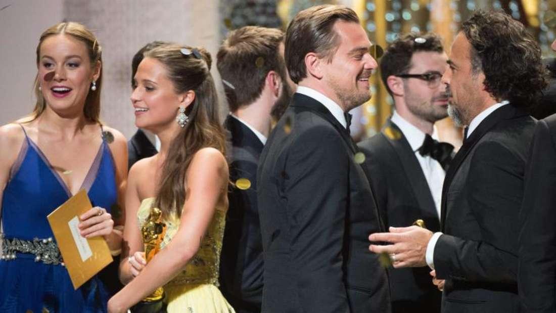 Die Oscar-Gewinner Brie Larson, Alicia Vikander, Leonardo DiCaprio und Alejandro Gonzalez Inarritu (l-r). Foto. epa Foto: Aaron Poole / Ampas / Handout