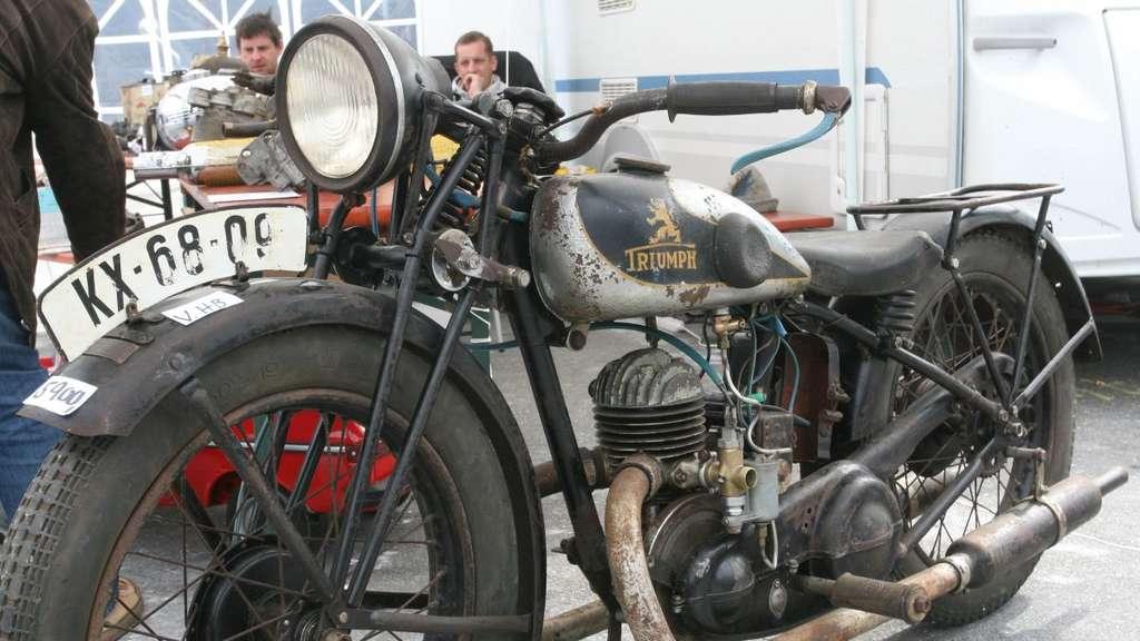 Yamaha und Oldtimer und Motorrad