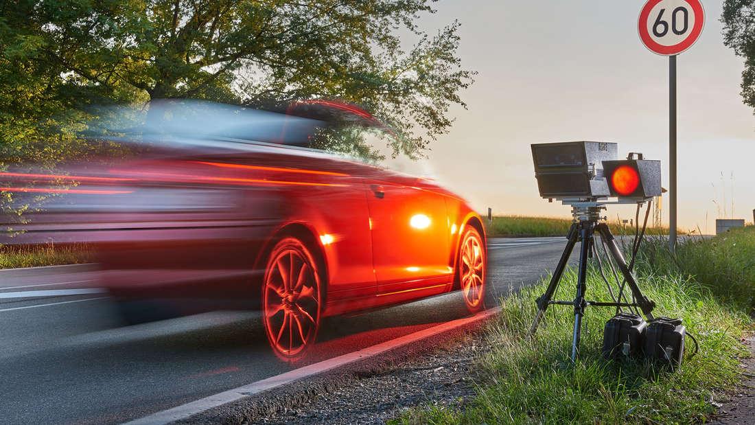 Jährlich bekommen rund 2,8 Millionen Autofahrer Punkte in Flensburg, weil sie mindestens 21 km/h zu schnell unterwegs waren.