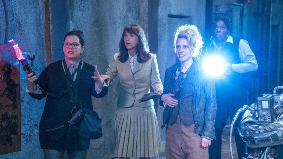 Melissa McCarthy (Abby), Kristen Wiig (Erin), Kate McKinnon (Holtzmann) und Leslie Jones (Patty) in einer Szene von «Ghostbusters». Foto: Sony Pictures