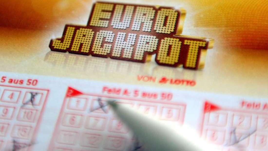 Der Eurojackpot wurde wieder einmal geknackt. Dem Gewinner winkt eine Rekordsumme - sofern er sich meldet. Foto: Caroline Seidel