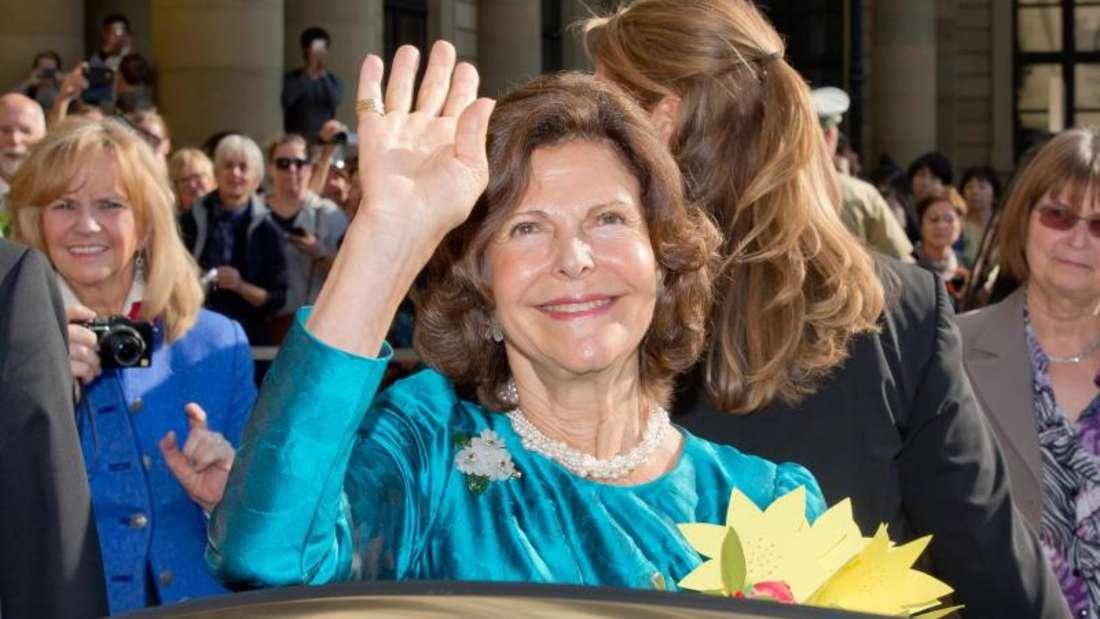 Königin Silvia von Schweden 2015 vor der Residenz in Würzburg. Foto: Daniel Karmann