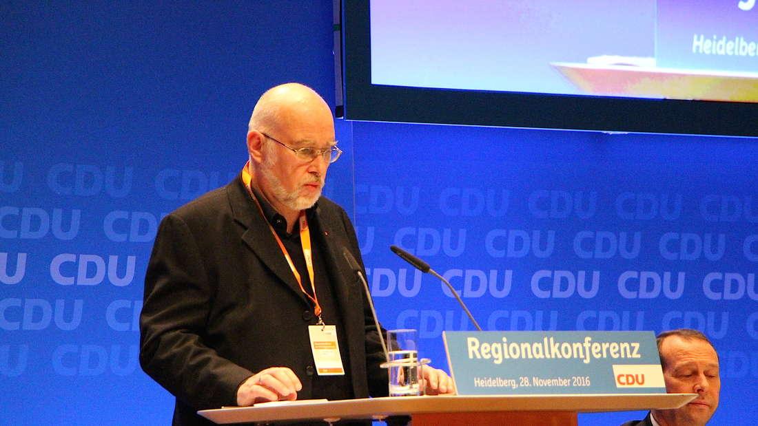 Frank Matteier durfte sogar auf der Bühne reden, sieht sich selbst als deutschen Donald Trump.