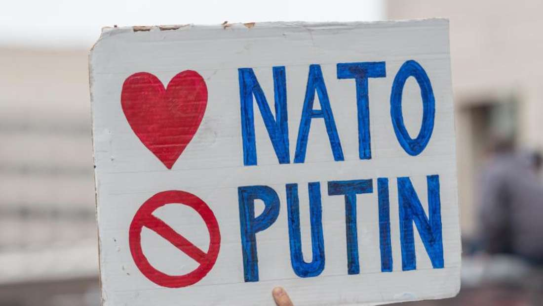 Ein Schild für die Nato und gegen Putin bei einer Demo in Washington. Der künftige Kurs der USAsorgt weltweit für Sorge. Foto: Albin Lohr-Jones