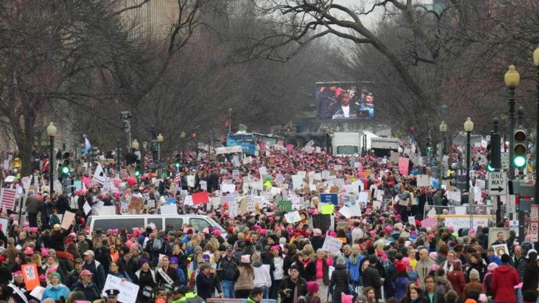 Zehntausende Menschen waren in Washington bei der Anti-Trump-Kundgebung «Marsch der Frauen» dabei. Foto:Gary Hershorn