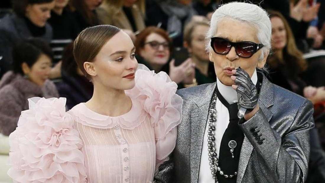 Starker Auftritt:Lily-Rose Depp und Karl Lagerfeld. Foto: François Mori