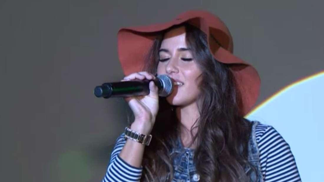 Auf der Pflanzenmesse in Essen durfte Sarah Lombardi endlich mal wieder ihr Gesangstalent