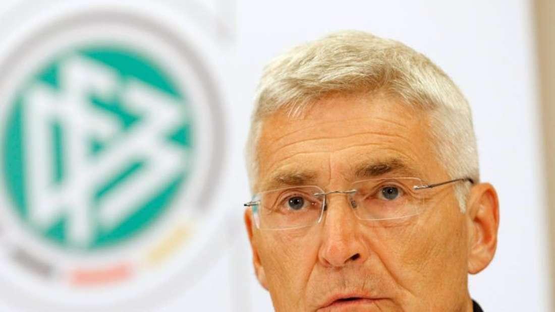 Lutz Michael Fröhlich, der Vorsitzende der DFB-Schiedsrichterkommission, sieht eine Zeitstrafe positiv. Foto: Uwe Lein