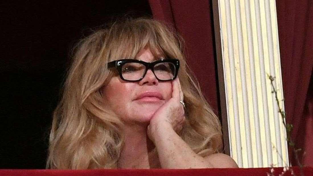 Goldie Hawn schaut interessiert zu. Foto: Helmut Fohringer