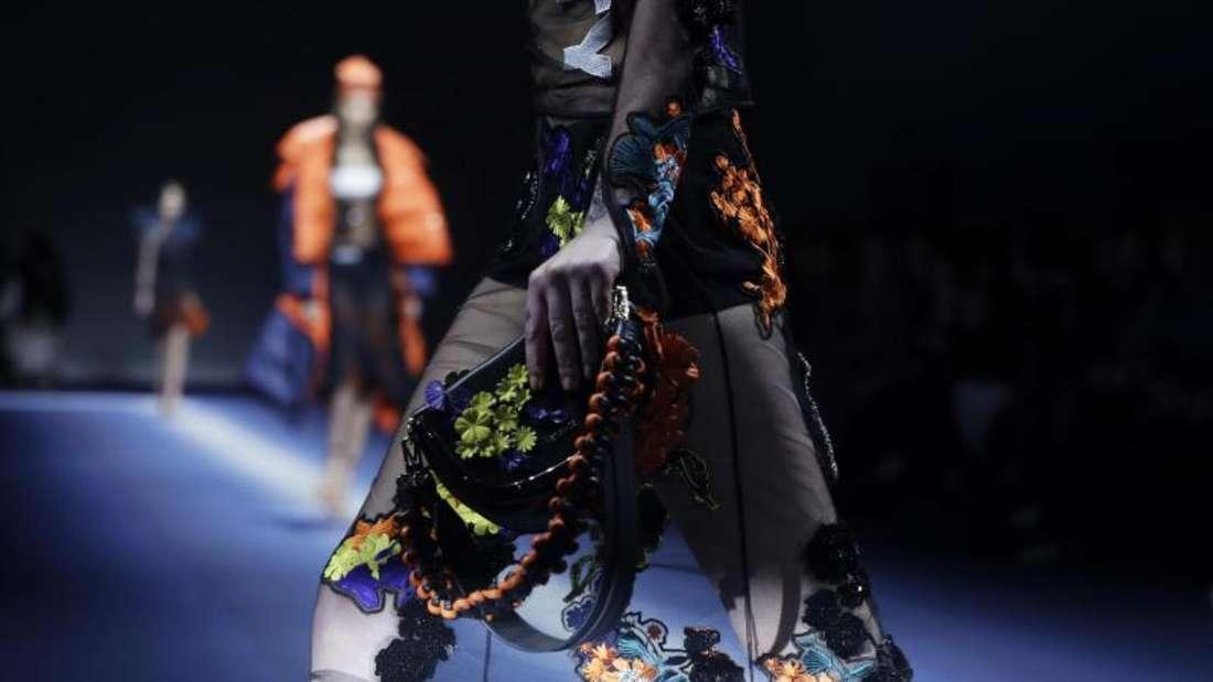 Fast zerbrechlich wirkt diese Kreation von Versace. Foto: Luca Bruno