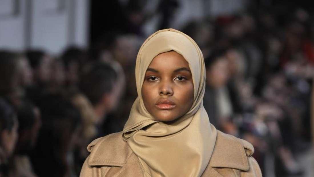 Model Halima Aden trägt eine Kreation des Labels Max Mara. Foto: Luca Bruno