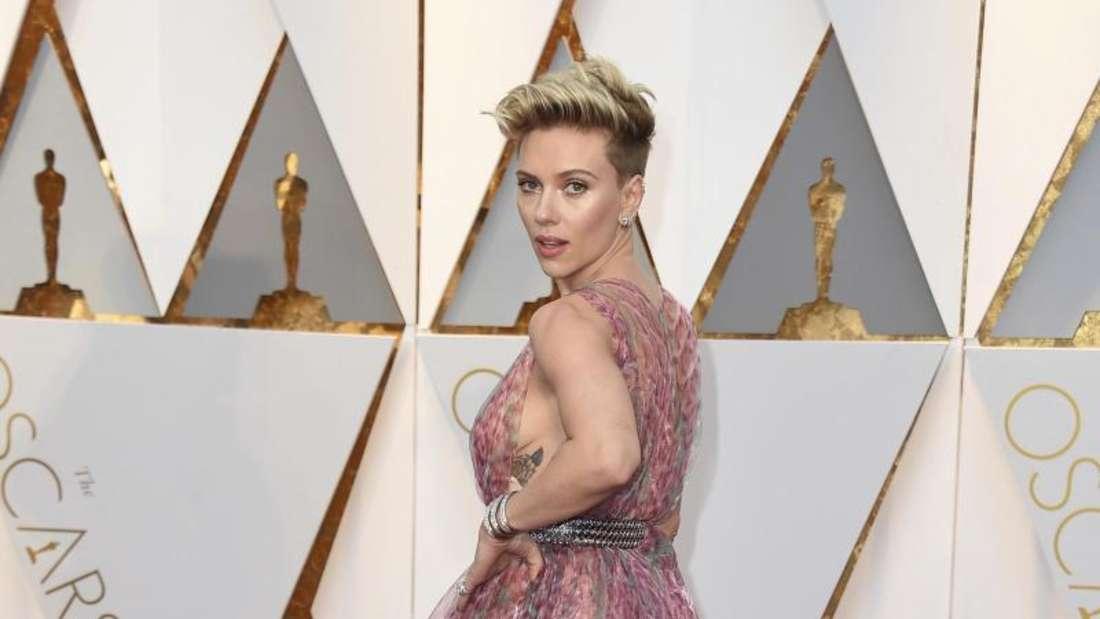 Duschvorhang oder Kleid? Scarlett Johansson bei den Oscars 2017. Foto: Jordan Strauss